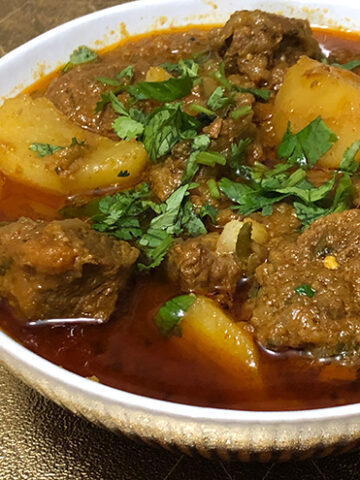traditional korma aloo goshth